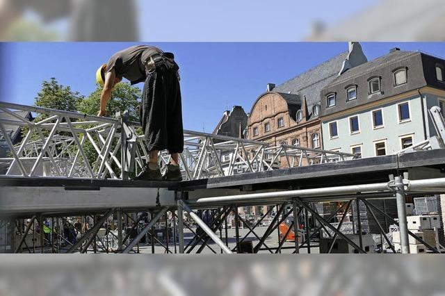 Vorbereitungen in Lörrach für die Marktplatz-Konzerte laufen