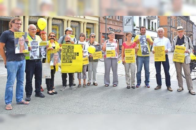 Mahnwache von Amnesty Lörrach für Meinungsfreiheit