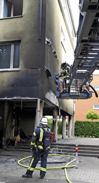 Ein Mülleimerbrand in der Tumringer St...das Wohnhaus stark in Mitleidenschaft.  | Foto: Mink