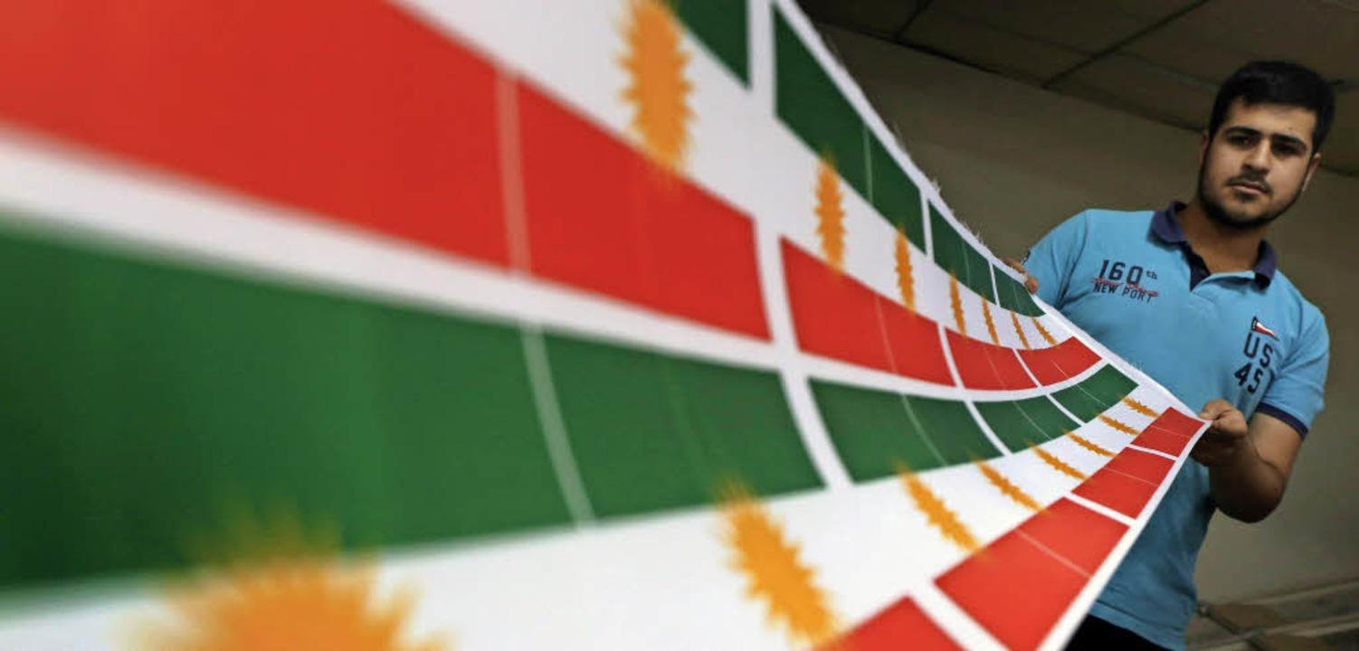 Vorbereitungen für die Unabhängigkeit:...aggen der Autonomen Region Kurdistan.   | Foto: AFP