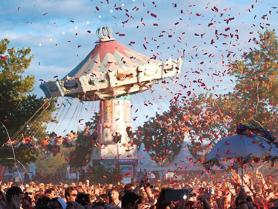 Ein Techno-Festival braucht heute Erlebniswelten und Themenparks.  | Foto: Miroslav Dakov