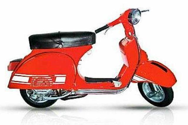 Vespa geparkt und vier Motorräder umgeschmissen