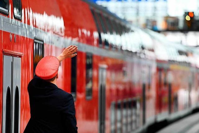 Zugbegleiter nach Fahrscheinkontrolle angegangen