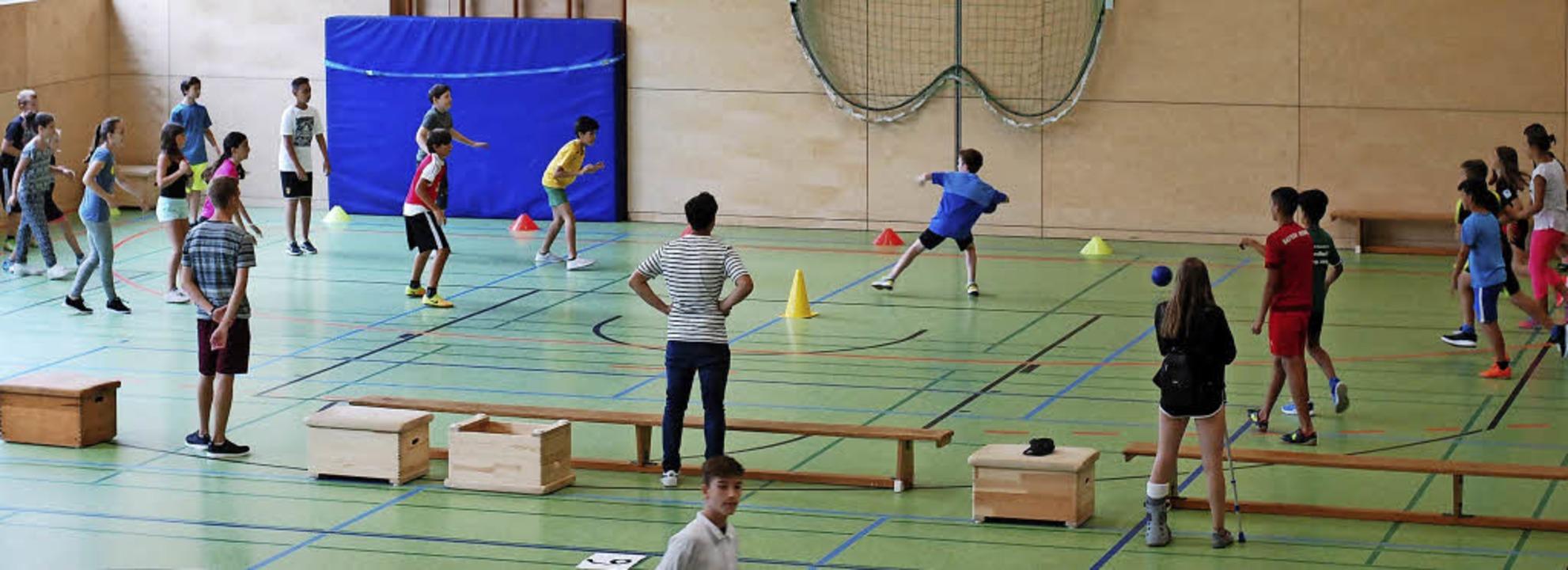 Drei Schulen, ein Turnier: Beim Bankba...Gemeinschaftsschule gegeneinander an.   | Foto: Privat