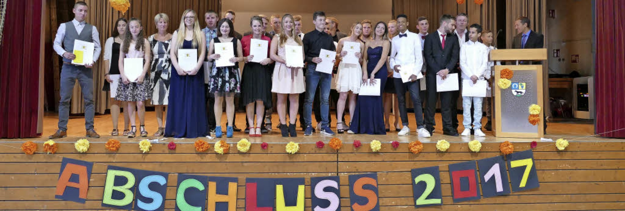 Abschied von der Jengerschule nahmen d...Bild) und die beiden neunten Klassen.   | Foto: Antonia Hufnagel