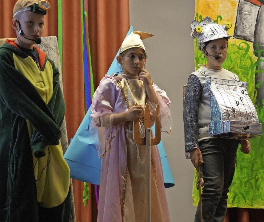 Ritter Rost (Adrian Zimara) uns sein G...ei der Aufführung des Kindermusicals.   | Foto: Privat