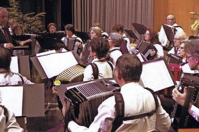Unterhaltungsmusik mit dem Handharmonikaverein in Neuenburg