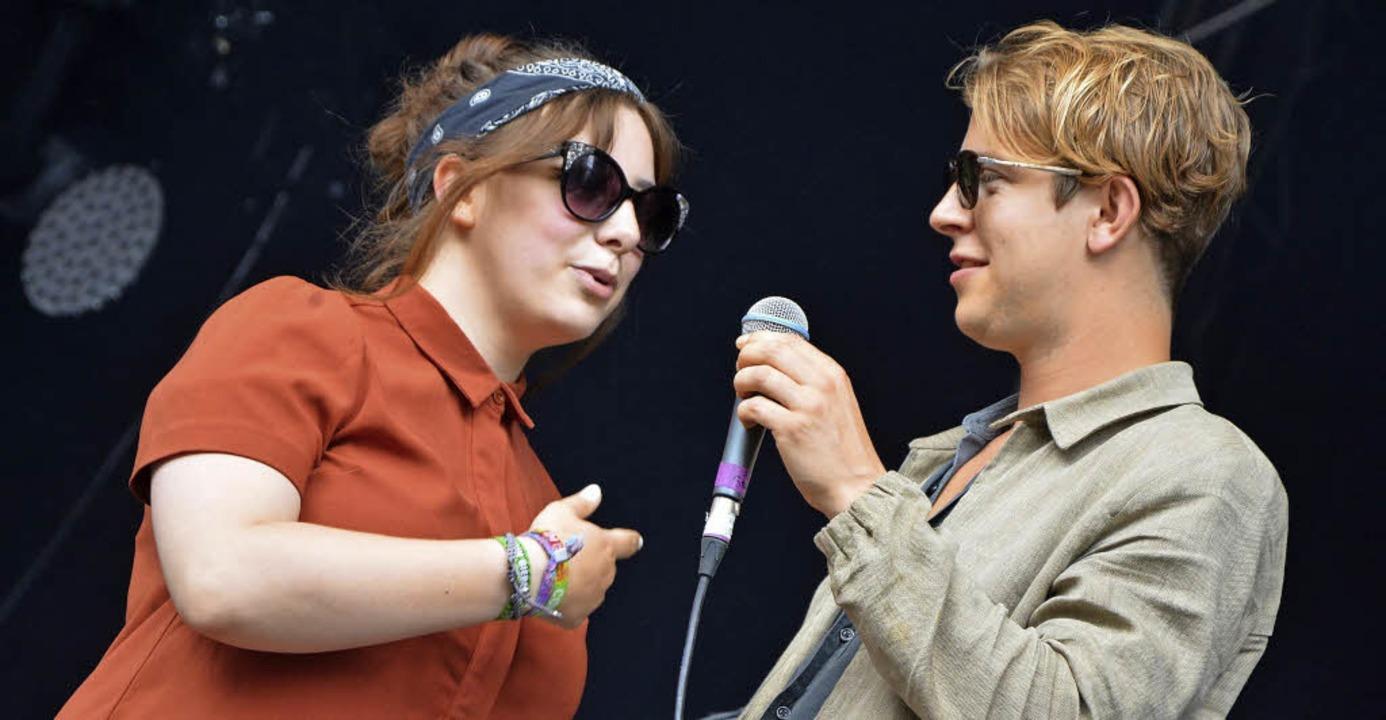 Tom Odell ließ Fan Charlotte aus den N...ande beim Soundcheck ein Lied singen.   | Foto: Barbara Ruda