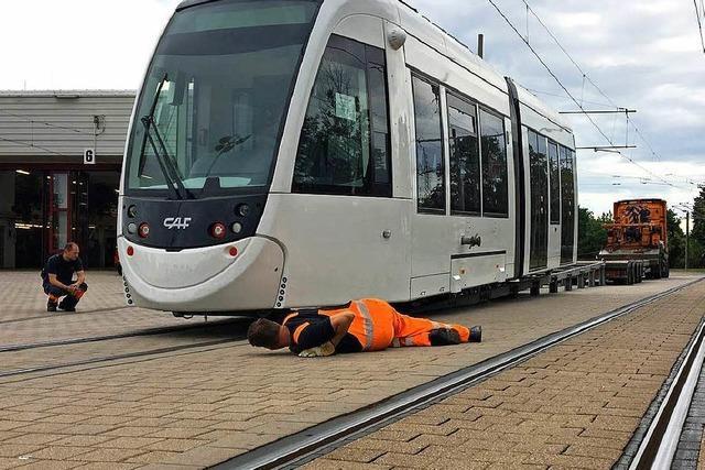 Der zwölfte Urbos aus Spanien fährt nun auf Freiburger Gleisen