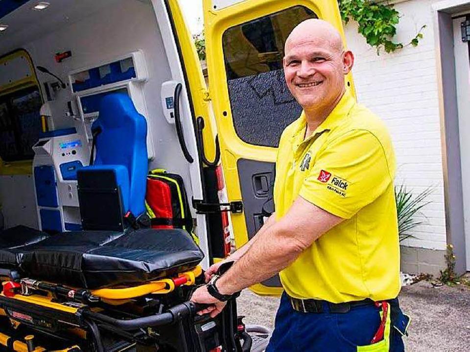 Notfallsanitäter Horst Heckendorn kann viele Einsätze nur mit Humor ertragen.  | Foto: privat