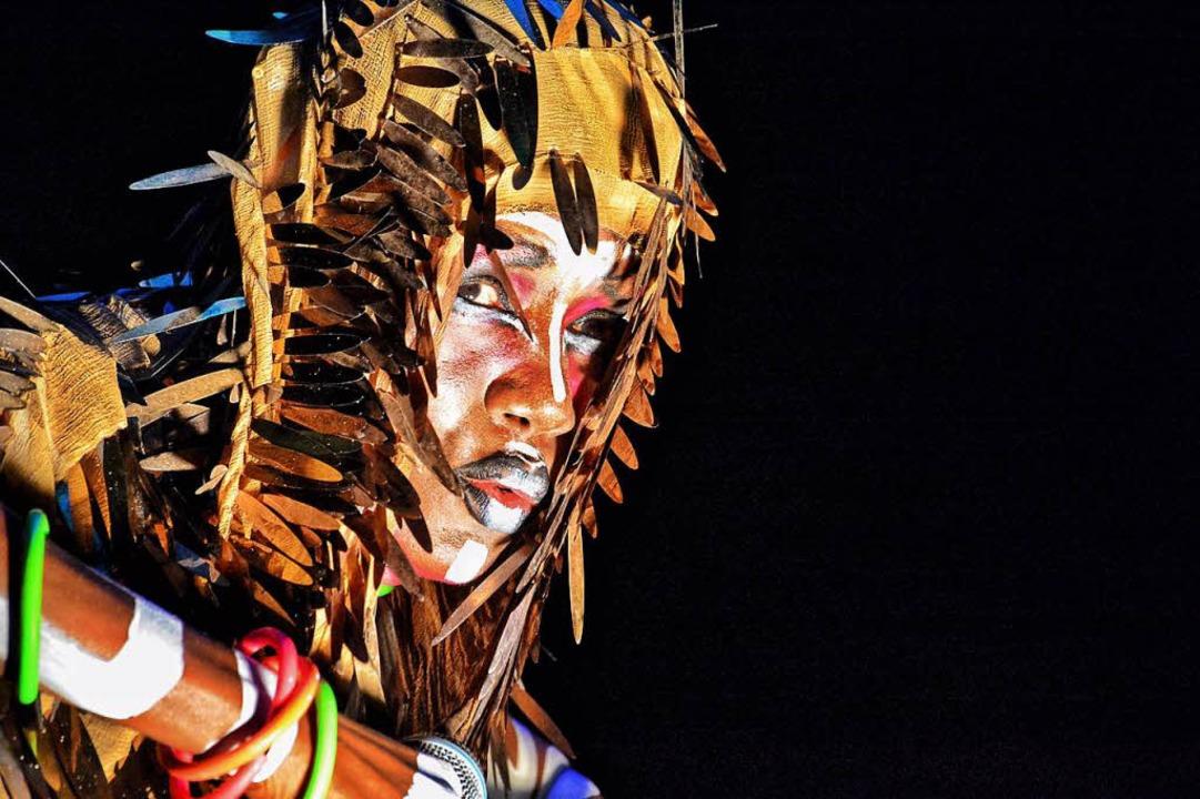 Mit extravaganten Outfits und Afro-Graffiti-Bodypainting: Grace Jones in Lörrach  | Foto: Barbara Ruda