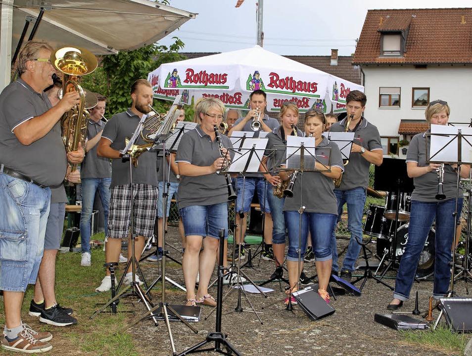 Hier spielt die Musik: Zum Auftakt des...tes gab  der Musikverein den Ton vor.   | Foto: Heiner Fabry