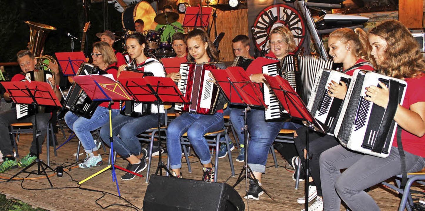 Die Jugendkapelle des Blasorchesters s...est der Trachtenkapelle Hinterzarten.   | Foto: DIETER MAURER