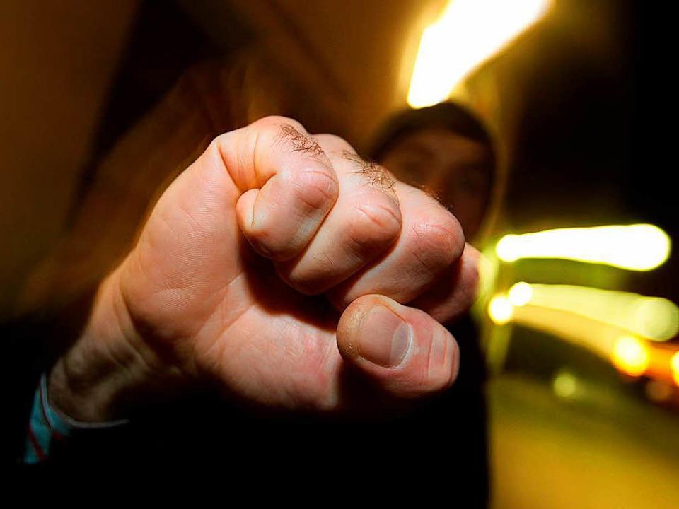 Freitagabend wurden zwei junge Männer angegriffen.  | Foto: dpa