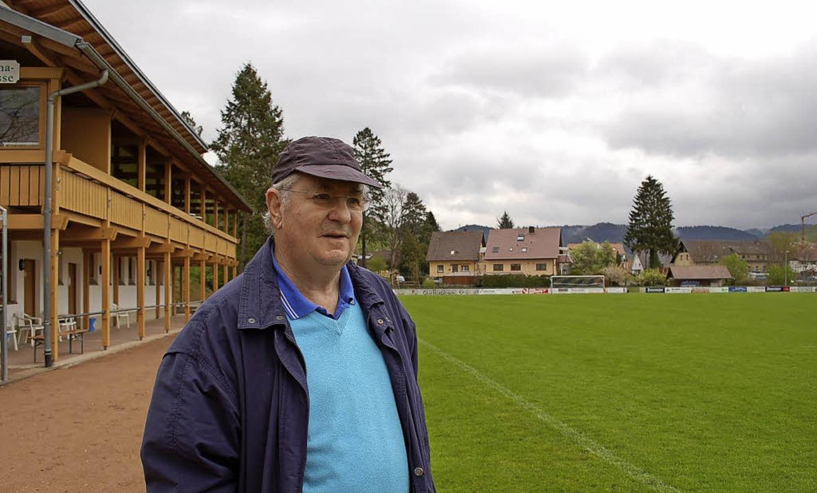 Bruno Geiler, der frühere TuS-Vorsitze...ür den Erhalt des Stadions gesammelt.   | Foto: Archivfoto: Röderer