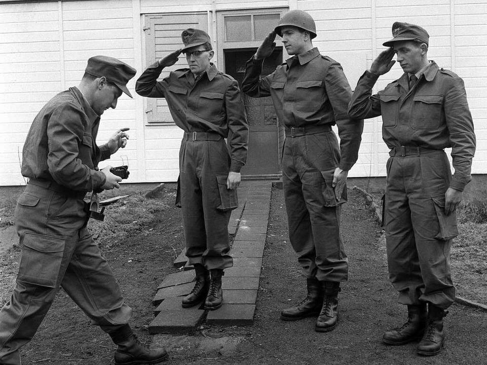 Adenauers Politik der Wiederbewaffnung...ebenso ab wie die sture Westanbindung.  | Foto: dpa