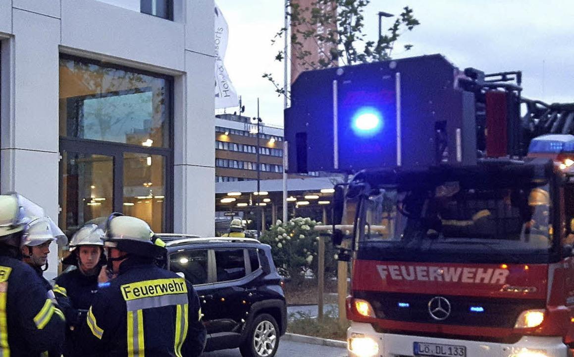 Viel Feuerwehr, aber kein Brand.   | Foto: Maja Tolsdorf