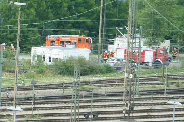Viel Aufregung: Am Güterbahnhof in Weil ist Wasser aus einem Waggon ausgetreten
