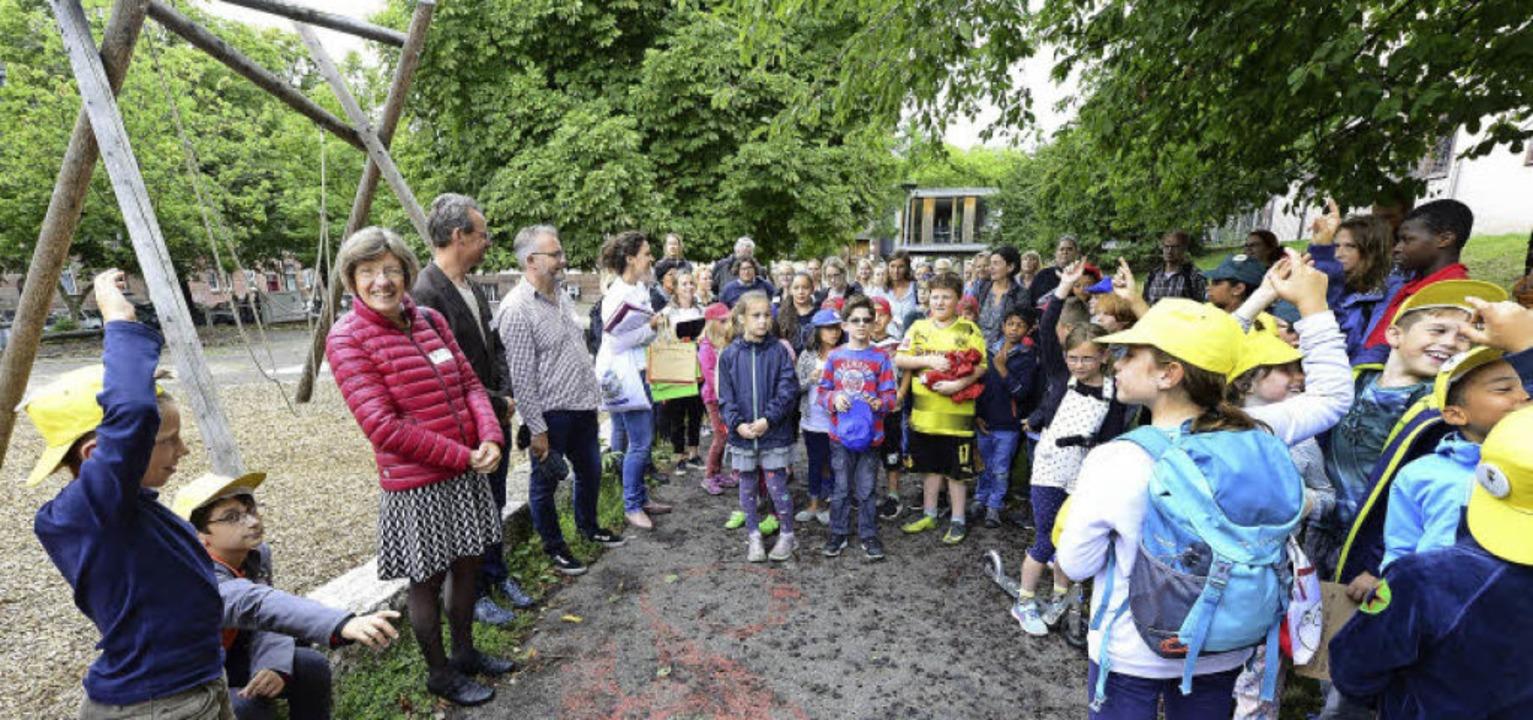 Bildungsbürgermeisterin Gerda Stuchlik...ülerinnen und Schüler der Hebelschule.  | Foto: Ingo Schneider
