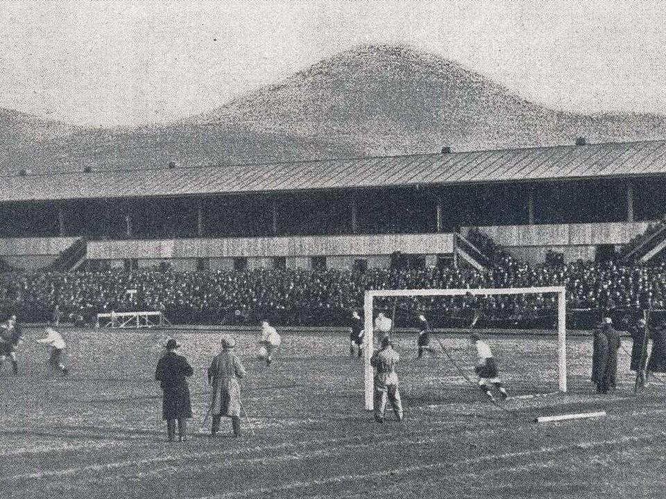 Das Winterer-Stadion im Freiburger Wes... damals da, wo heute die Messe steht.   | Foto: CHRONIK SC FREIBURG