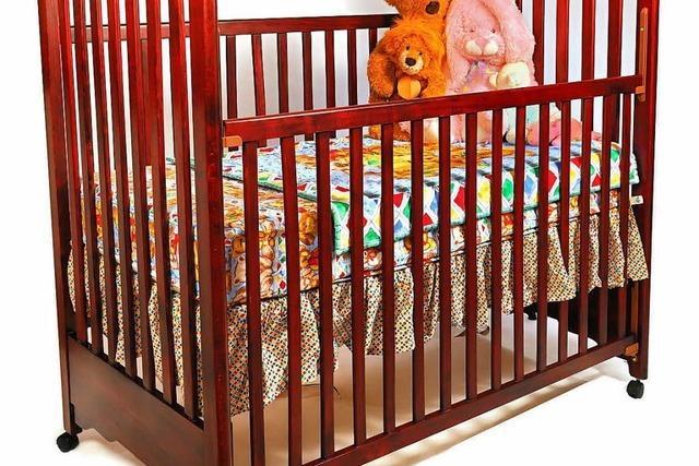 4-Jähriger versteckt sich unterm Bett – Polizeieinsatz