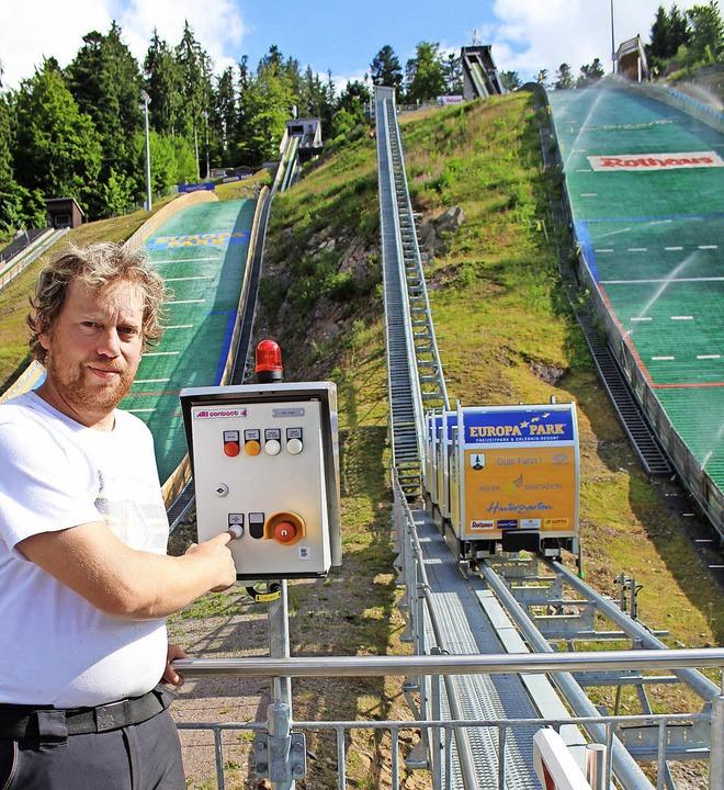 Michael Lais ist Chef-Koordinator, Man...g im Adler-Skistadion in Hinterzarten.  | Foto: maurer