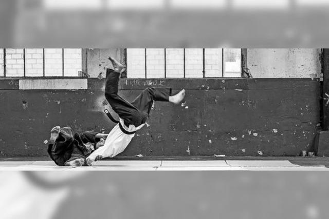 Kraft und Dynamik in schwarz-weiß