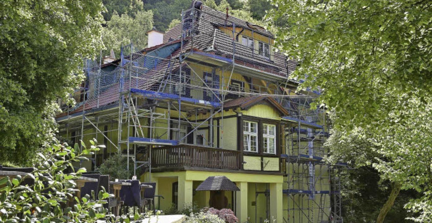 Eingerüstet: Das historische Haus in Z...verein, gebaut hat es 1894 Emil Gött.   | Foto: Thomas Kunz