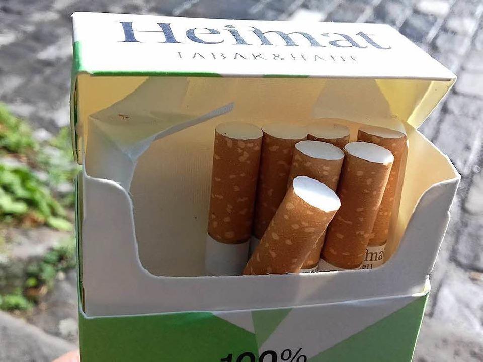 Die Hanfzigaretten sehen aus wie norma...etten – enthalten aber CBD-Hanf.  | Foto: Clara Surges