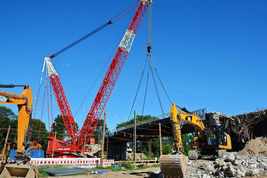 Brückenabriss: So sah es am Samstagnachmittag auf der Baustelle aus. (Foto: Benedikt Sommer)
