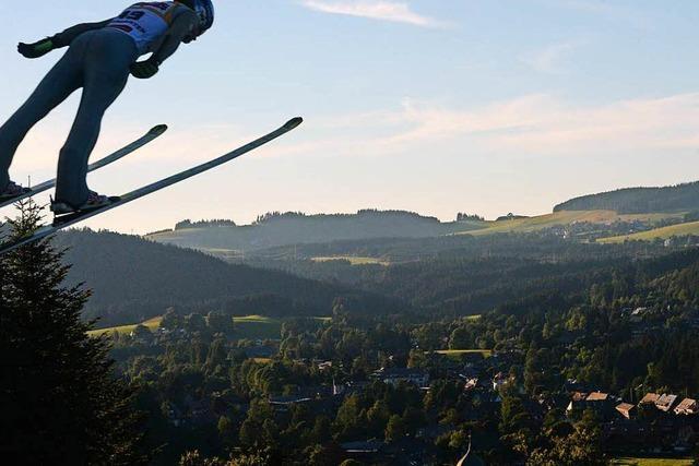 5000 Fans feiern ein Skisprung-Fest in Hinterzarten