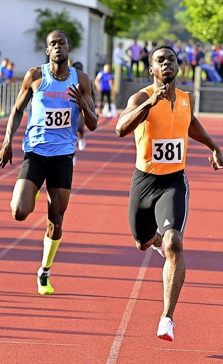 Neuer Meetingrekord über 400 Meter: de...chts) vor seinem Landsmann Kavon Leson  | Foto: Daniel Thoma