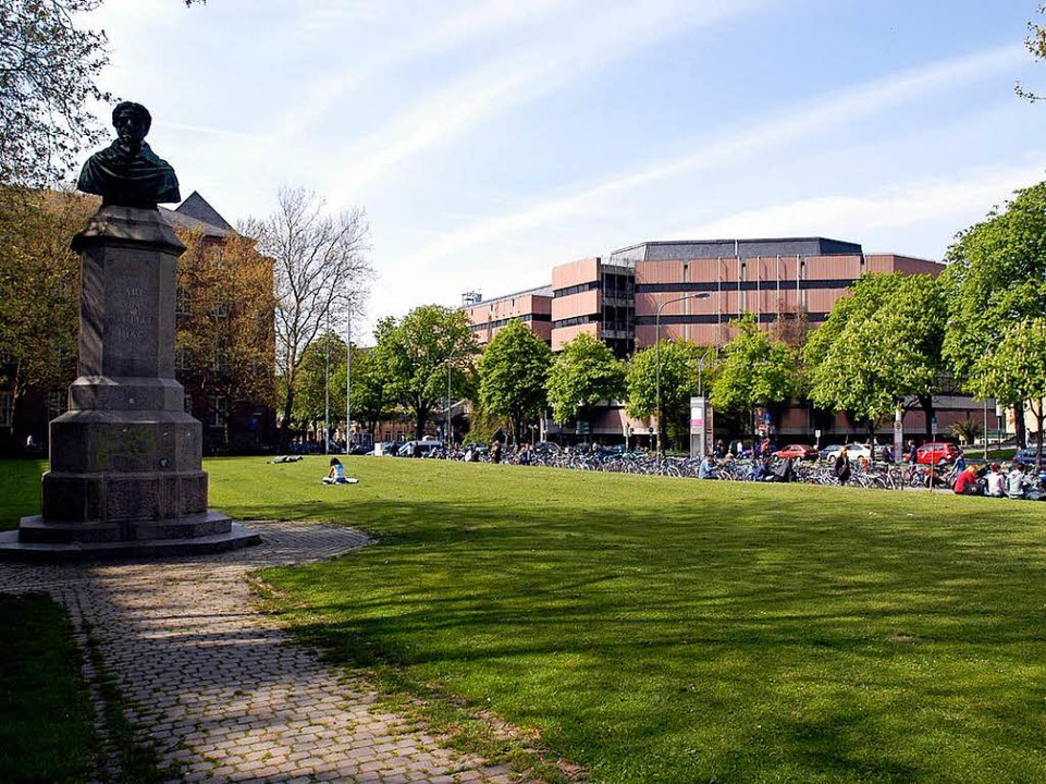 Der alte Platz ist Geschichte – ... auch die alte Universitätsbibliothek.  | Foto: Später festlegen...