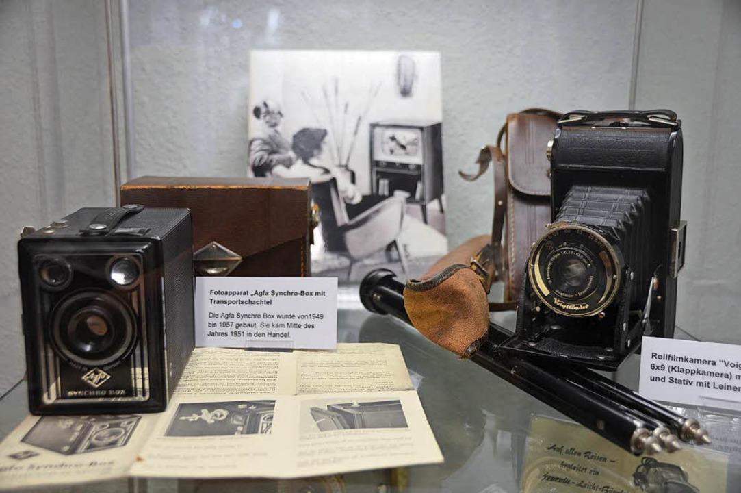 Die Fotoapparate gehören zu den neuere... der Dauerausstellung des Stadtmuseum.  | Foto: Horatio Gollin