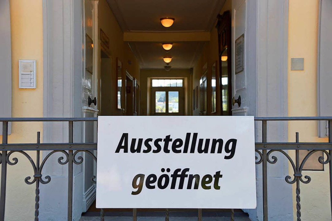 So ein Schild hängt bald nur noch bei Ausstellungen des Haus Salmegg Vereins.  | Foto: Horatio Gollin