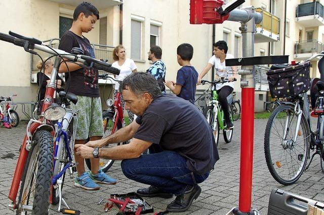 Mobile Werkstatt für die Velos der Friedlinger Kinder