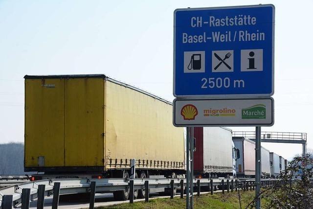 Stau auf A5 ab Freiburg bis zur Schweizer Grenze