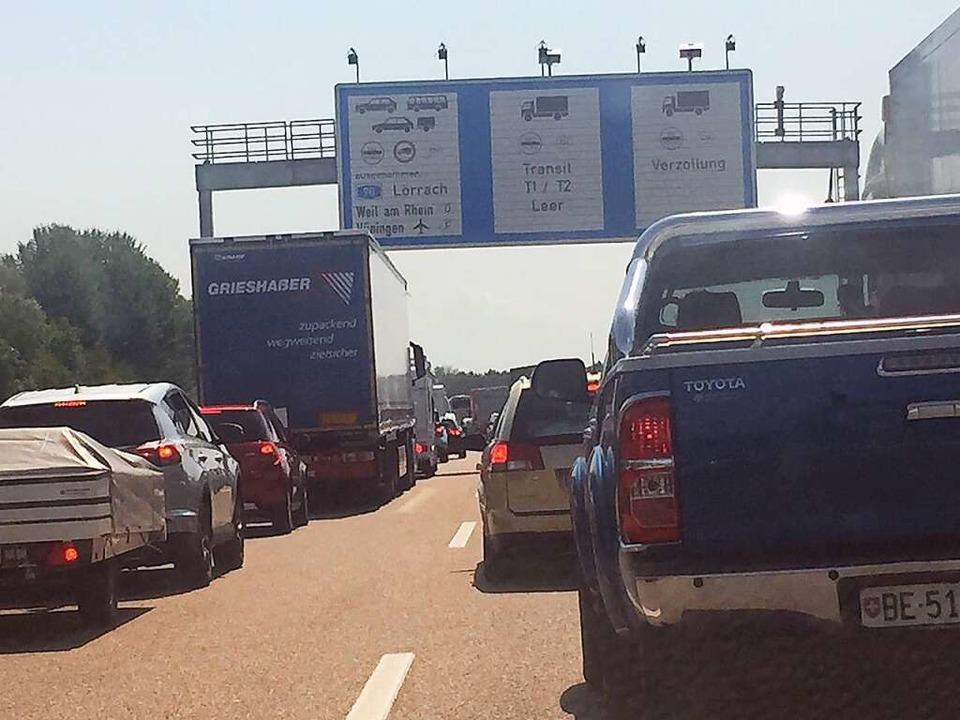 Schon gegen Mittag ging für Autofahrer...chtung Süden ab Müllheim nichts mehr.   | Foto: Ghoniem