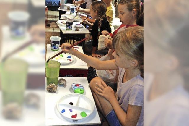 Kinder lernen spielend malen