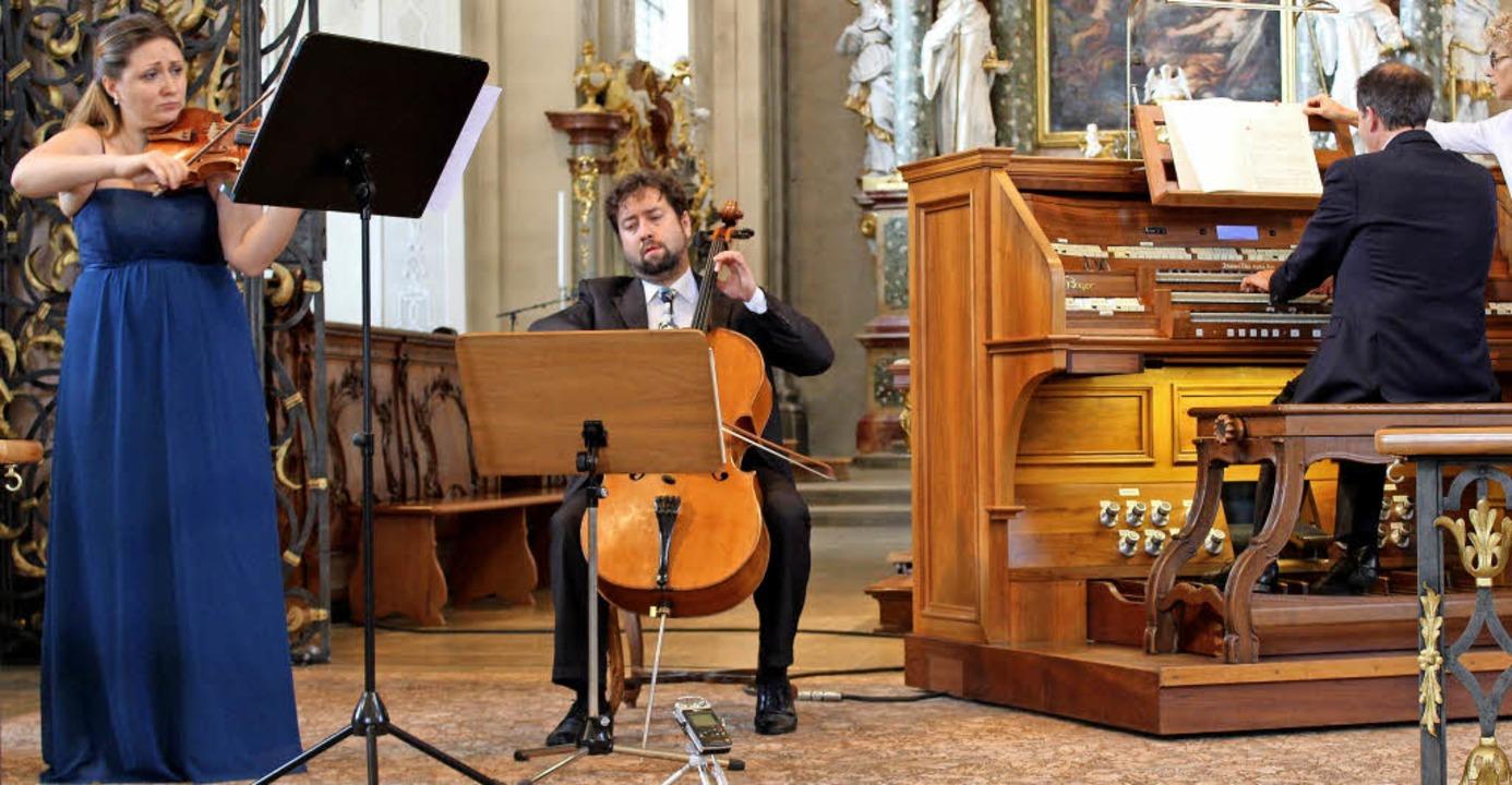 Uljana und Denis Zdhanov und Johannes ... Konzert zu einer virtuosen  Einheit.     Foto: Erich Krieger