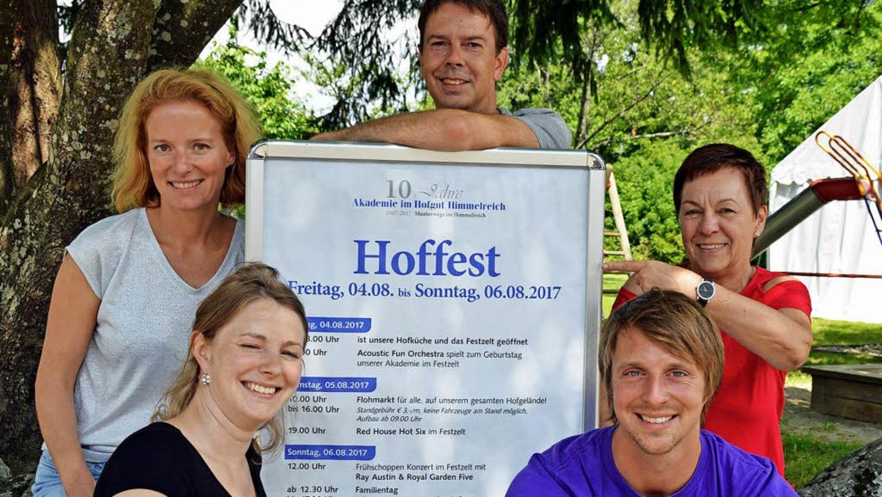 Geschäftsführer und Mitarbeitende freu...hulz und Monika Pollmann (von links).   | Foto: Gerhard Lück