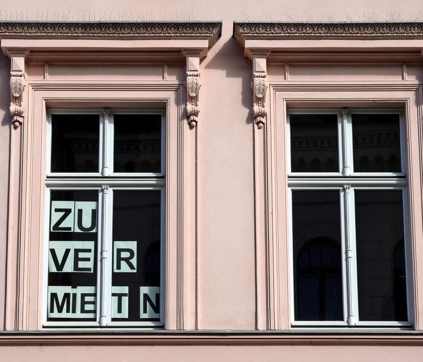 Schwer ist es derzeit für alle Bevölke...chten, bezahlbaren Wohnraum zu finden.    Foto: symbolfoto: dpa (Ralf Hirschberger)