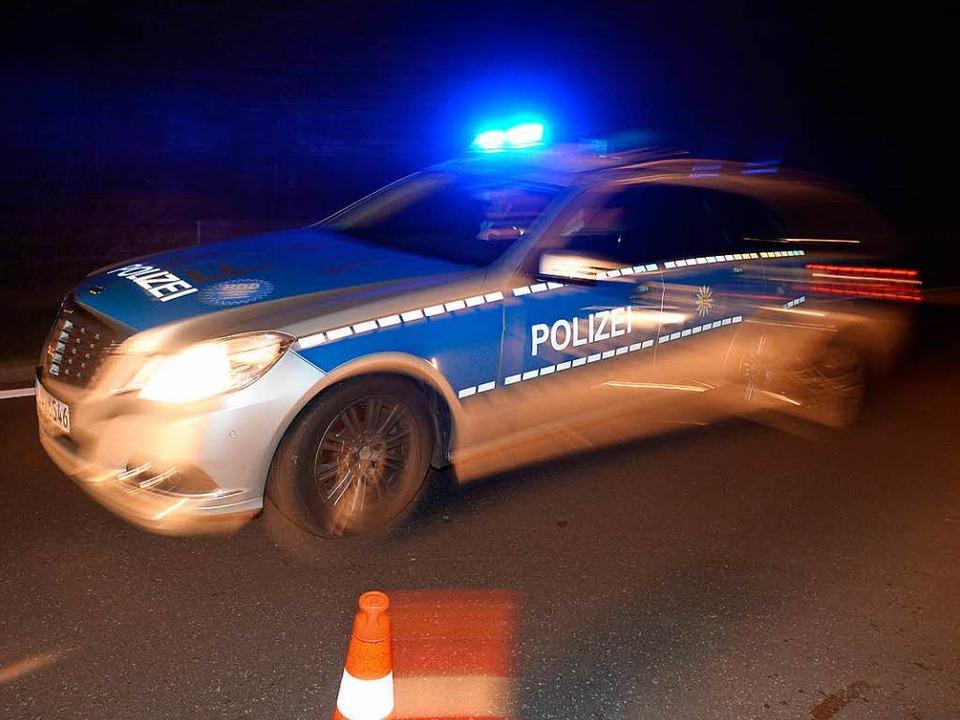 Der betrunkene Autofahrer kollidierte mit einem Streifenwagen. (Symbolbild)  | Foto: dpa