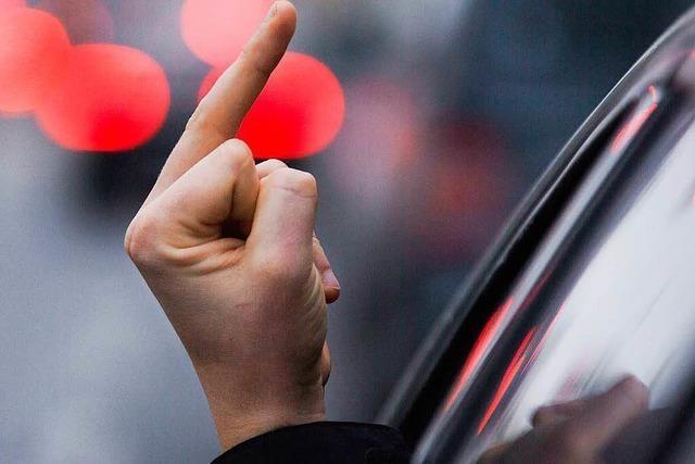 Audi-Fahrer gefährdet Motorradfahrer