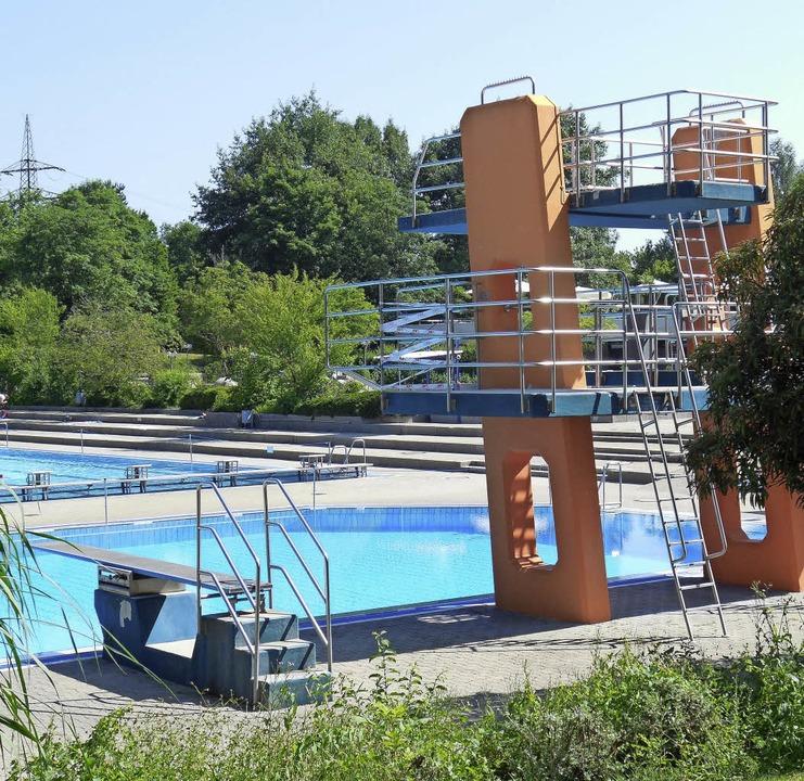In der Kritik: das Rheinfelder Schwimmbad   | Foto: Max Maier