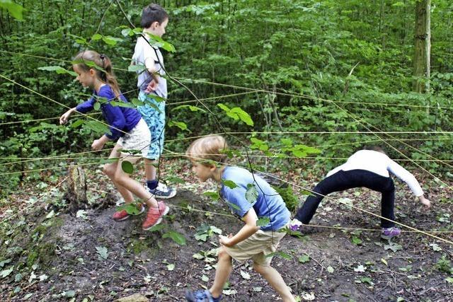 Kinder verbringen die Woche in der Natur