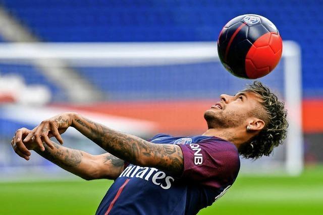 Neymar läuft im Pariser Prinzenpark auf