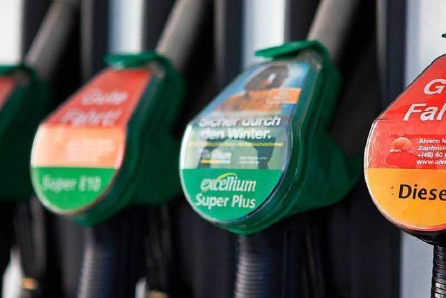 Frau vergisst Schlauch an Tankstelle – 4000 Euro Schaden