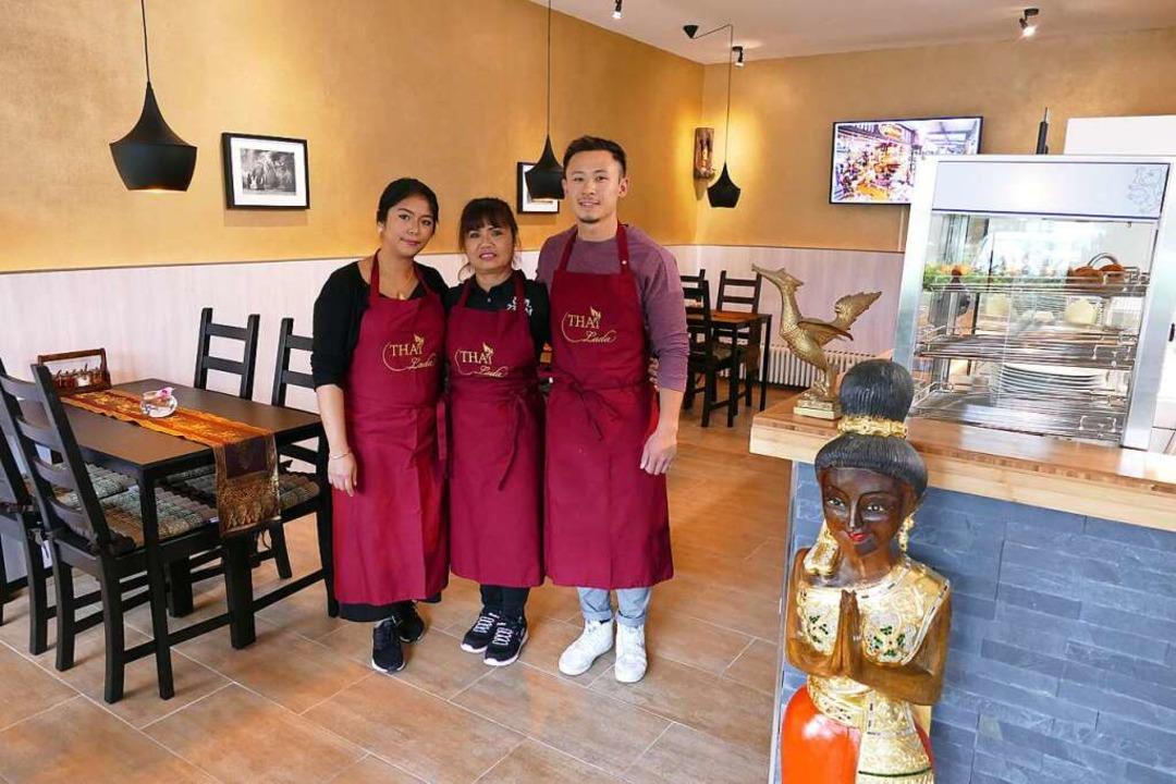 Die Inhaber des Thai Lada (von links):...ihre Mutter Somjit Duhr und Joky Chak   | Foto: ehm