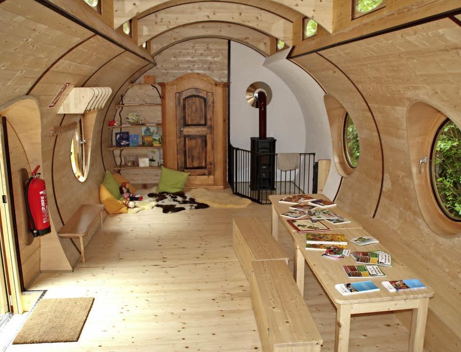 Der große Aufenthalts- und Spielraum im Hobbitwagen  | Foto: Rolf Reißmann